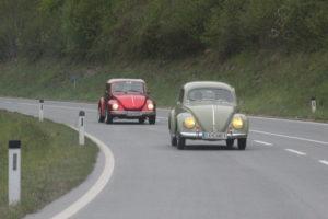 Am Bild sind zwei Käfer (Oval und Cabrio) zu sehen.