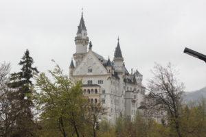Bild zeigt das Schloss aus der Distanz...