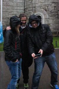 Bild zeigt Familie Diem vom KCO beim Schloss-Selfie machen...